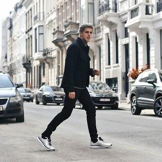 Schwarze Shirtjacke kombinieren – 119 Herren Outfits: Kombinieren Sie eine schwarze Shirtjacke mit schwarzen Jeans, um mühelos alles zu meistern, was auch immer der Tag bringen mag. Suchen Sie nach leichtem Schuhwerk? Wählen Sie silbernen Sportschuhe für den Tag.