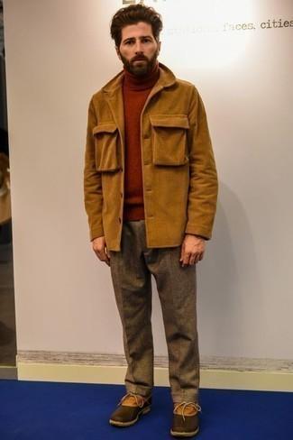 Rotbraune Lederwinterschuhe kombinieren – 12 Herren Outfits: Kombinieren Sie eine rotbraune Shirtjacke aus Cord mit einer braunen Wollanzughose für eine klassischen und verfeinerte Silhouette. Wählen Sie die legere Option mit rotbraunen Lederwinterschuhen.