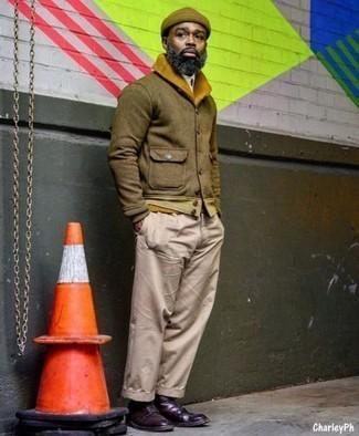 Braune Mütze kombinieren – 159 Herren Outfits: Eine braune Wollshirtjacke und eine braune Mütze sind eine großartige Outfit-Formel für Ihre Sammlung. Fühlen Sie sich mutig? Komplettieren Sie Ihr Outfit mit dunkellila Leder Derby Schuhen.