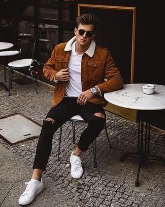 Weißes T-Shirt mit einem Rundhalsausschnitt kombinieren – 1200+ Herren Outfits: Entscheiden Sie sich für ein weißes T-Shirt mit einem Rundhalsausschnitt und schwarzen enge Jeans mit Destroyed-Effekten für einen entspannten Wochenend-Look. Fühlen Sie sich mutig? Wählen Sie weißen Segeltuch niedrige Sneakers.