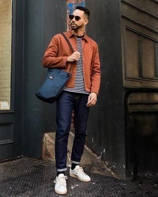 Dunkelrote Sonnenbrille kombinieren: trends 2020: Kombinieren Sie eine orange Shirtjacke mit einer dunkelroten Sonnenbrille für einen entspannten Wochenend-Look. Weiße Segeltuch niedrige Sneakers putzen umgehend selbst den bequemsten Look heraus.