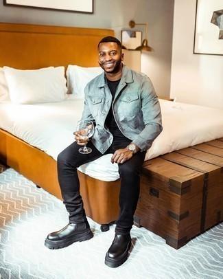 Schwarze Chelsea Boots aus Leder kombinieren – 500+ Herren Outfits: Kombinieren Sie eine hellblaue Shirtjacke aus Wildleder mit schwarzen Jeans, um mühelos alles zu meistern, was auch immer der Tag bringen mag. Fühlen Sie sich mutig? Entscheiden Sie sich für schwarzen Chelsea Boots aus Leder.