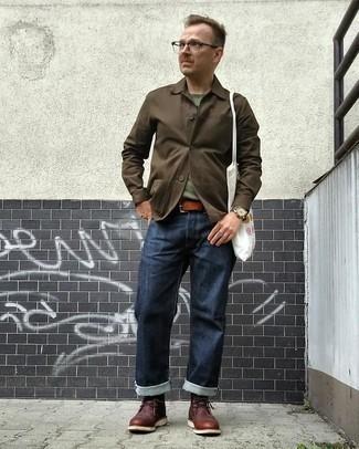 Transparente Sonnenbrille kombinieren – 500+ Herren Outfits: Kombinieren Sie eine dunkelbraune Shirtjacke mit einer transparenten Sonnenbrille für einen entspannten Wochenend-Look. Fühlen Sie sich ideenreich? Entscheiden Sie sich für dunkelbraunen Chukka-Stiefel aus Leder.