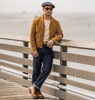 Beige Ledergürtel kombinieren – 224 Herren Outfits: Für ein bequemes Couch-Outfit, paaren Sie eine rotbraune Shirtjacke mit einem beige Ledergürtel. Fühlen Sie sich mutig? Ergänzen Sie Ihr Outfit mit einer braunen Lederfreizeitstiefeln.