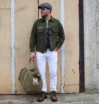 Olivgrüne Segeltuch Reisetasche kombinieren – 15 Herren Outfits: Eine olivgrüne Shirtjacke und eine olivgrüne Segeltuch Reisetasche sind eine kluge Outfit-Formel für Ihre Sammlung. Fühlen Sie sich mutig? Wählen Sie eine braune Wildlederfreizeitstiefel.