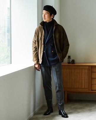 Braune Shirtjacke kombinieren – 211 Herren Outfits: Kombinieren Sie eine braune Shirtjacke mit einer dunkelgrauen Wollanzughose, um vor Klasse und Perfektion zu strotzen. Schwarze Chelsea Boots aus Leder sind eine großartige Wahl, um dieses Outfit zu vervollständigen.