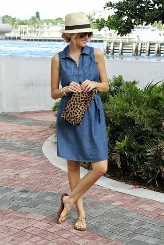 Goldene Leder Zehentrenner kombinieren – 16 Damen Outfits: Um einen einfachen aber stilsicheren Freizeit-Look zu zaubern, wahlen Sie ein blaues Jeansshirtkleid. Fühlen Sie sich ideenreich? Wählen Sie goldenen Leder Zehentrenner.