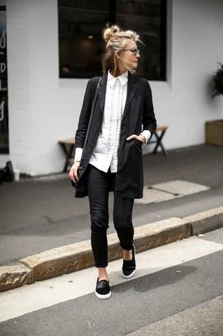 Entscheiden Sie sich für Komfort in einem schwarzen staubmantel von MICHAEL Michael Kors und schwarzen leggings. Schwarze slip-on sneakers aus wildleder fügen sich nahtlos in einer Vielzahl von Outfits ein.