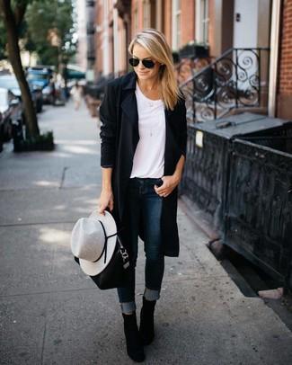 Kombinieren Sie einen schwarzen staubmantel für damen von MICHAEL Michael Kors mit dunkelblauen engen jeans und Sie werden wie ein richtiges Babe aussehen. Entscheiden Sie sich für schwarzen wildleder stiefeletten, um Ihr Modebewusstsein zu zeigen.