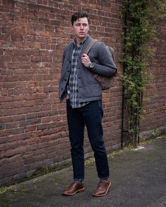 Braune Leder Derby Schuhe kombinieren – 500+ Herren Outfits: Entscheiden Sie sich für eine graue Strickjacke und dunkelblauen Jeans für ein Alltagsoutfit, das Charakter und Persönlichkeit ausstrahlt. Fühlen Sie sich ideenreich? Ergänzen Sie Ihr Outfit mit braunen Leder Derby Schuhen.