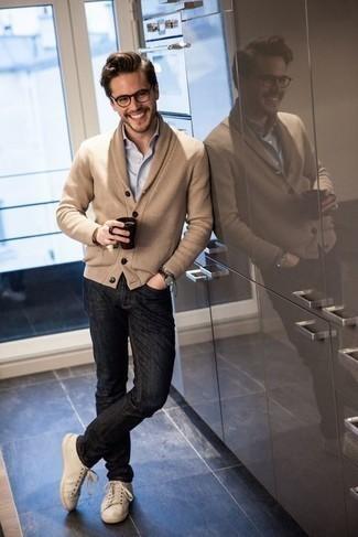 Dunkelbraune Lederuhr kombinieren – 500+ Herren Outfits: Für ein bequemes Couch-Outfit, kombinieren Sie eine beige Strickjacke mit einem Schalkragen mit einer dunkelbraunen Lederuhr. Vervollständigen Sie Ihr Outfit mit hellbeige Segeltuch niedrigen Sneakers, um Ihr Modebewusstsein zu zeigen.