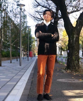 Dunkelblaues und grünes Langarmhemd mit Schottenmuster kombinieren – 246 Herren Outfits: Kombinieren Sie ein dunkelblaues und grünes Langarmhemd mit Schottenmuster mit einer orange Anzughose, um vor Klasse und Perfektion zu strotzen. Schwarze Wildleder Oxford Schuhe sind eine einfache Möglichkeit, Ihren Look aufzuwerten.