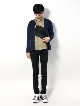 Teenager: Transparente Sonnenbrille kombinieren – 155 Herren Outfits: Kombinieren Sie eine dunkelblaue Strickjacke mit einer offenen Front mit einer transparenten Sonnenbrille für einen entspannten Wochenend-Look. Fühlen Sie sich ideenreich? Vervollständigen Sie Ihr Outfit mit schwarzen und weißen Segeltuch niedrigen Sneakers.