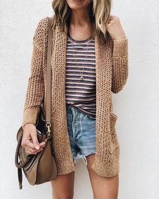 Braune Leder Umhängetasche kombinieren – 402 Damen Outfits: Wahlen Sie eine goldene Strick Strickjacke mit einer offenen Front und eine braune Leder Umhängetasche - mehr brauchen Sie nicht, um einen perfekten super lässigen Trend-Look zu erhalten.