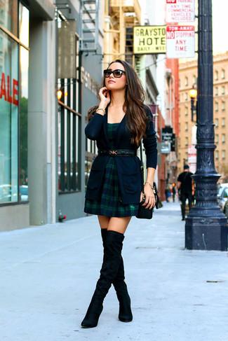 Blaues Kleid Mit Schwarzen Stiefeln Cocktailkleid