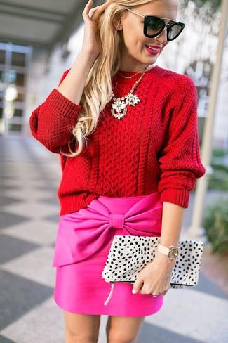Roter Strickpullover, Fuchsia Minirock, Weiße Leder Clutch mit Leopardenmuster, Schwarze Sonnenbrille für Damen