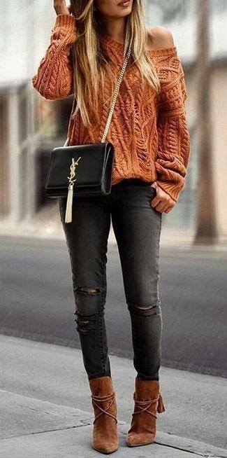 6fe9734ab18888 Wie kombinieren: orange Strickpullover, schwarze enge Jeans mit  Destroyed-Effekten, rotbraune Wildleder