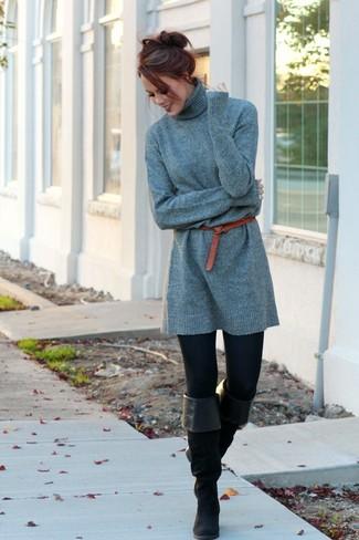 Wie kombinieren: graues Sweatkleid, schwarze Leggings, schwarze Overknee Stiefel aus Wildleder, roter Ledergürtel