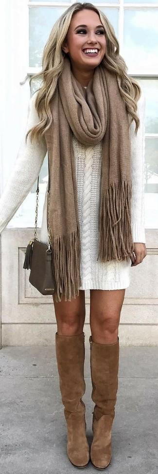 Braunen Schal kombinieren – 87 Damen Outfits: Ein weißes Sweatkleid und ein brauner Schal sind hervorragend geeignet, um einen legeren Look zu zaubern. Schalten Sie Ihren Kleidungsbestienmodus an und machen braunen kniehohe Stiefel aus Wildleder zu Ihrer Schuhwerkwahl.