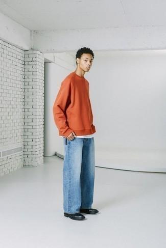 Schwarze Lederfreizeitstiefel kombinieren – 500+ Herren Outfits: Kombinieren Sie ein orange Sweatshirts mit hellblauen Jeans für ein sonntägliches Mittagessen mit Freunden. Fühlen Sie sich ideenreich? Entscheiden Sie sich für eine schwarze Lederfreizeitstiefel.