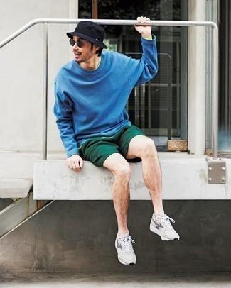 Fischerhut kombinieren – 355 Herren Outfits: Für ein bequemes Couch-Outfit, kombinieren Sie ein blaues Sweatshirts mit einem Fischerhut. Graue Sportschuhe sind eine perfekte Wahl, um dieses Outfit zu vervollständigen.