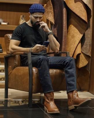 Olivgrüne Lederuhr kombinieren – 90 Herren Outfits: Ein schwarzes T-Shirt mit einem Rundhalsausschnitt und eine olivgrüne Lederuhr sind das Outfit Ihrer Wahl für faule Tage. Vervollständigen Sie Ihr Outfit mit braunen Chelsea Boots aus Leder, um Ihr Modebewusstsein zu zeigen.