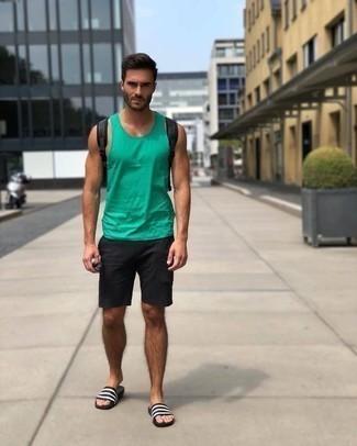 Schwarzen Rucksack kombinieren: trends 2020: Ein grünes Trägershirt und ein schwarzer Rucksack sind das Outfit Ihrer Wahl für faule Tage. Fühlen Sie sich mutig? Wählen Sie weißen und schwarzen horizontal gestreiften Gummi Sandalen.