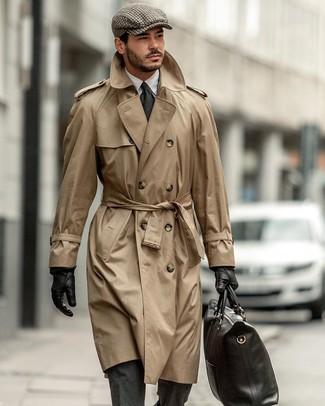 Beige Trenchcoat kombinieren: Tragen Sie einen beige Trenchcoat und einen dunkelgrauen Wollanzug, um vor Klasse und Perfektion zu strotzen.