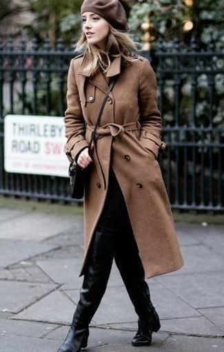 e47ec5b252f9 Wie kombinieren  brauner Trenchcoat, schwarze enge Jeans, schwarze Overknee  Stiefel aus Leder,
