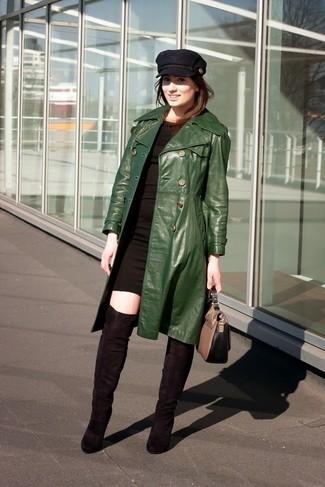 Die Paarung aus einem dunkelgrünen Leder Trenchcoat und einem schwarzen figurbetontem Kleid ist eine komfortable Wahl, um Besorgungen in der Stadt zu erledigen. Dieses Outfit passt hervorragend zusammen mit schwarzen Overknee Stiefeln aus Wildleder.