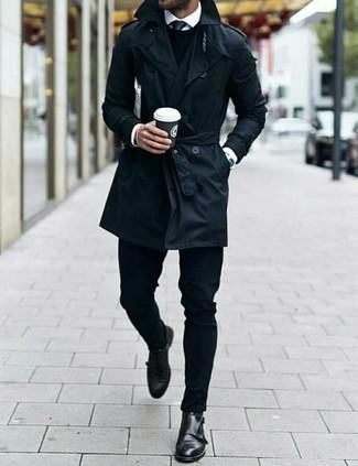Schwarze Krawatte kombinieren: Vereinigen Sie einen schwarzen Trenchcoat mit einer schwarzen Krawatte für eine klassischen und verfeinerte Silhouette. Suchen Sie nach leichtem Schuhwerk? Entscheiden Sie sich für schwarzen Doppelmonks aus Leder für den Tag.