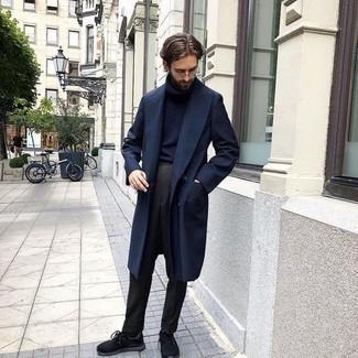 Schwarze Sportschuhe kombinieren – 475 Herren Outfits: Etwas Einfaches wie die Wahl von einem dunkelblauen Trenchcoat und einer dunkelgrauen Anzughose kann Sie von der Menge abheben. Fühlen Sie sich ideenreich? Vervollständigen Sie Ihr Outfit mit schwarzen Sportschuhen.