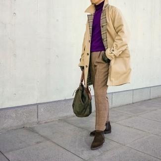 Olivgrüne Shopper Tasche aus Segeltuch kombinieren – 168 Herren Outfits: Für ein bequemes Couch-Outfit, kombinieren Sie einen hellbeige Trenchcoat mit einer olivgrünen Shopper Tasche aus Segeltuch. Fühlen Sie sich mutig? Vervollständigen Sie Ihr Outfit mit dunkelbraunen Chelsea Boots aus Wildleder.
