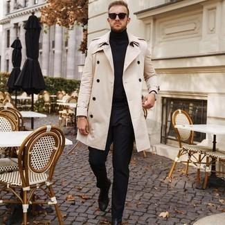 Silberne Uhr kombinieren – 500+ Herren Outfits: Kombinieren Sie einen hellbeige Trenchcoat mit einer silbernen Uhr für einen entspannten Wochenend-Look. Entscheiden Sie sich für schwarzen Chelsea Boots aus Leder, um Ihr Modebewusstsein zu zeigen.