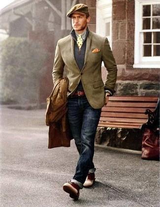 Perfektionieren Sie den modischen Freizeitlook mit einem braunen Trenchcoat und dunkelblauen Jeans. Dunkelrote Lederstiefel fügen sich nahtlos in einer Vielzahl von Outfits ein.
