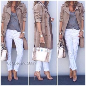 Etwas Einfaches wie die Paarung aus einem beige Trenchcoat und einer weißen enger Hose kann Sie von der Menge abheben. Komplettieren Sie Ihr Outfit mit beige Leder Pumps.