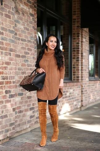 Welche Overknee Stiefel mit schwarzer Leggings zu tragen – 47 Damen Outfits: Erwägen Sie das Tragen von einer braunen Strick Wolltunika und schwarzen Leggings - mehr brauchen Sie nicht, um einen perfekten super entspannten City-Look zu erzeugen. Fühlen Sie sich mutig? Wählen Sie Overknee Stiefel.