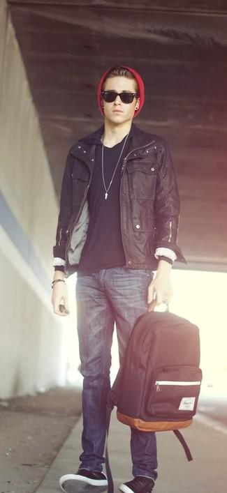 schwarzer Pullover mit einem Kapuze von BRUNO BANANI