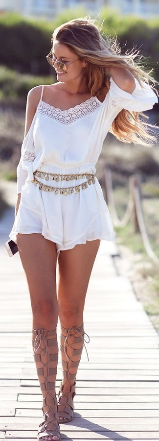 weißer Jumpsuit aus Spitze von Lipsy