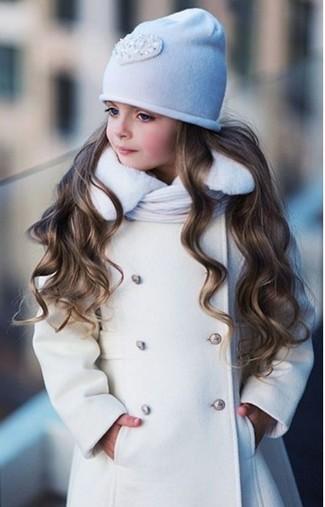 Wie kombinieren: weißer Mantel, weiße Mütze, weißer Schal