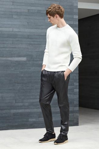 weißer Pullover mit einem Rundhalsausschnitt von CE&CE