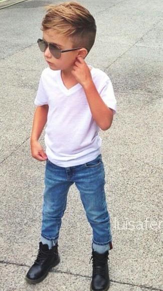 Wie kombinieren: weißes T-shirt, blaue Jeans, schwarze Stiefel