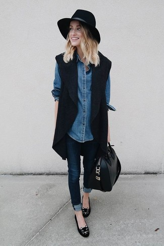 Schwarze hose blaues jeanshemd