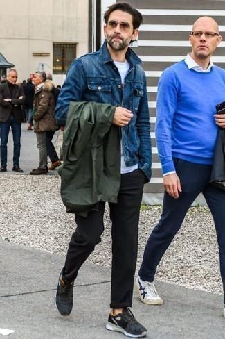Beige Sonnenbrille kombinieren: trends 2020: Kombinieren Sie eine dunkelgrüne Windjacke mit einer beige Sonnenbrille für einen entspannten Wochenend-Look. Schwarze Sportschuhe sind eine großartige Wahl, um dieses Outfit zu vervollständigen.
