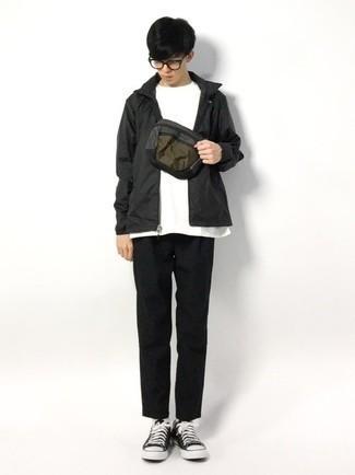 Teenager: Transparente Sonnenbrille kombinieren – 155 Herren Outfits: Kombinieren Sie eine schwarze Windjacke mit einer transparenten Sonnenbrille für einen entspannten Wochenend-Look. Fühlen Sie sich ideenreich? Entscheiden Sie sich für schwarzen und weißen Segeltuch niedrige Sneakers.