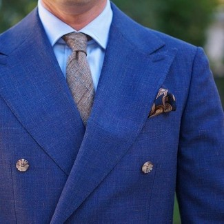 Wie kombinieren: blaues Zweireiher-Sakko, hellblaues Businesshemd, graue Krawatte mit Schottenmuster, dunkelblaues Einstecktuch mit Paisley-Muster
