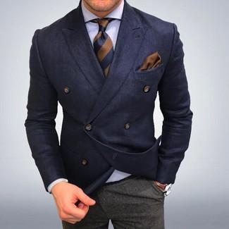 Dunkelblaues Zweireiher-Sakko, Weißes Businesshemd, Graue Wollanzughose, Braune vertikal gestreifte Krawatte für Herren