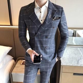 Wie kombinieren: graues Wollzweireiher-sakko mit Karomuster, weißes Businesshemd, graue Wollanzughose mit Karomuster, dunkelgraues Einstecktuch mit Schottenmuster