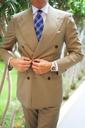 Wie kombinieren: beige Zweireiher-Sakko, weißes Businesshemd, beige Anzughose, blaue Krawatte mit Schottenmuster
