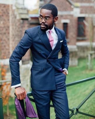 Wie kombinieren: dunkelblaues vertikal gestreiftes Zweireiher-Sakko, weißes Businesshemd, dunkelblaue vertikal gestreifte Anzughose, rosa Krawatte